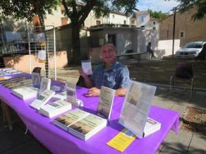 Bruno Odile en dédicace à son stand et quelques uns de ses nombreux ouvrages