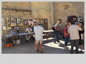 Photographie, peinture, poésie, romans, nouvelles et rencontres dans la cour du Château de Capestang