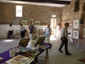 Visite dans une salle où s'abritent de nombreuses aquarelles avec leurs auteurs...