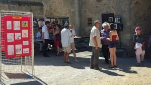 Quelques stands dans la Cour du Château médiéval